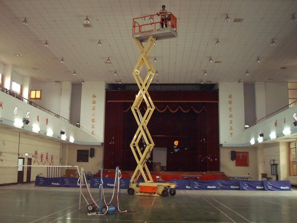 學校禮堂 立大高空作業車